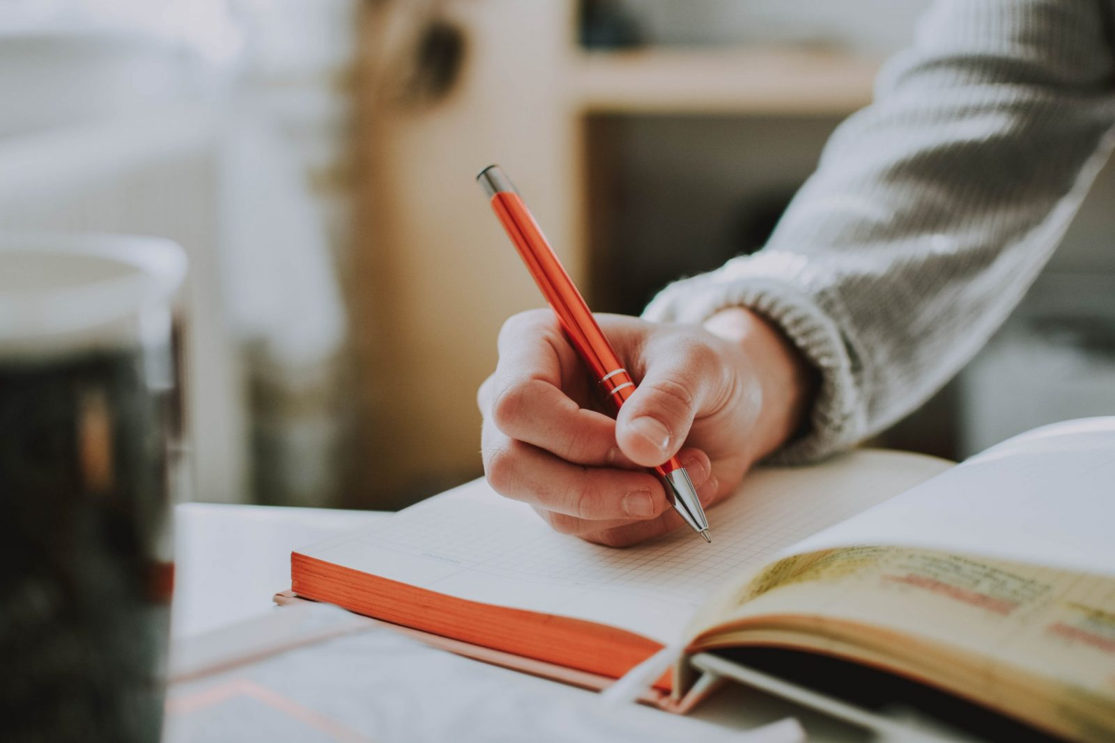 Featured image for the blog post 5 FREE RESOURCES FOR BEGINNER WRITERS THAT WILL HELP YOU GROW